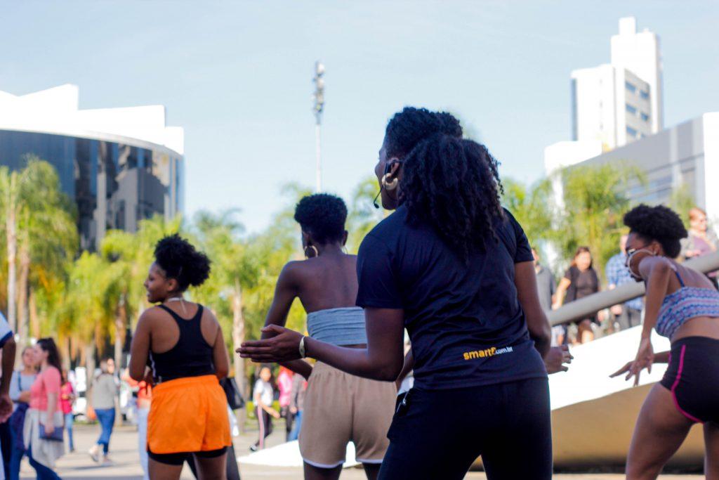 Aulas de ginástica gratuitas e ao livre acontecem aos sábados