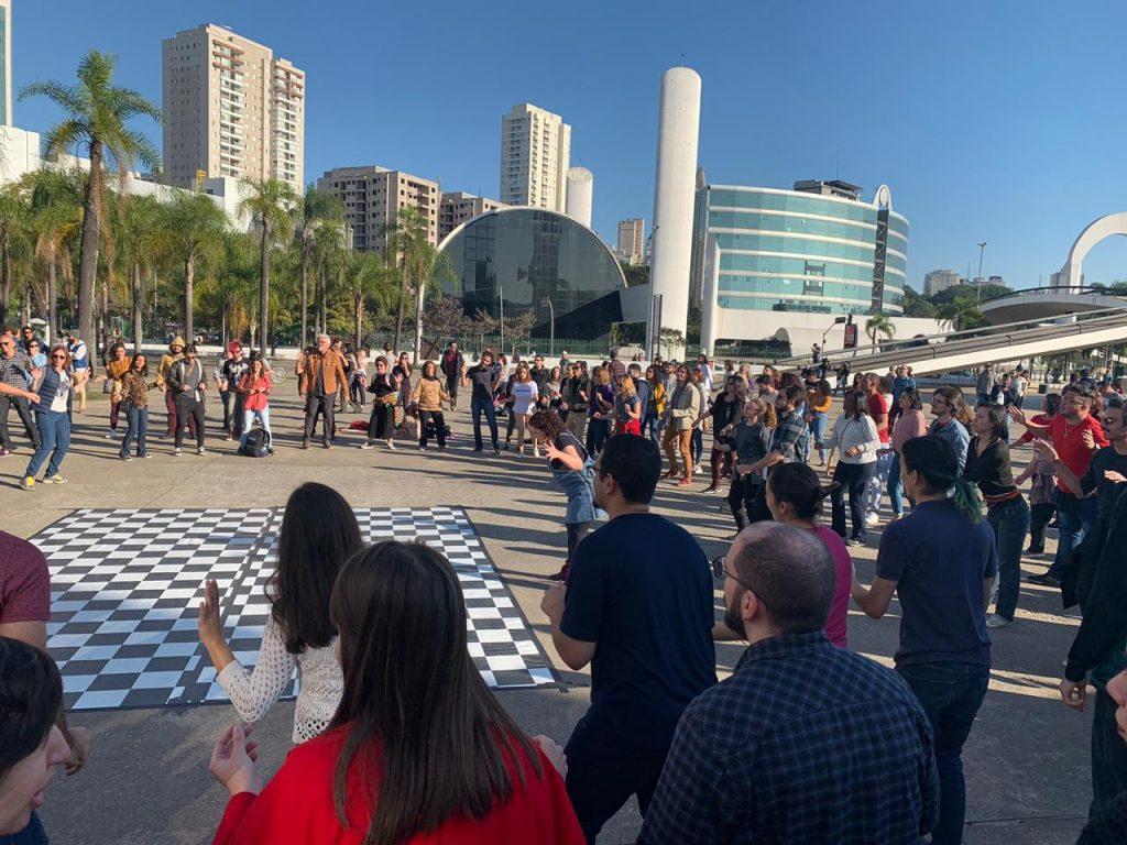 Memorial da América Latina tem aula de jazz ao ar livre